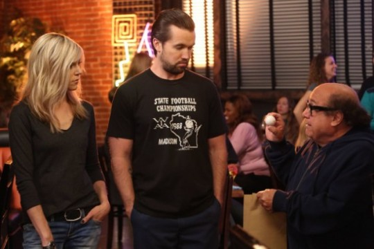 Its-Always-Sunny-in-Philadelphia-Season-9-Episode-3-The-Gang-Tries-Desperately-to-Win-an-Award-3-550x366