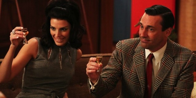 Jessica Pare and Jon Hamm in Mad Men 640x321 Mad Men Gallery