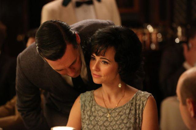 Jon Hamm and Linda Cardellini in mad Men