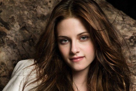 Kristen Stewart To Return For Snow White And The Huntsman Sequel Without Rupert Sanders