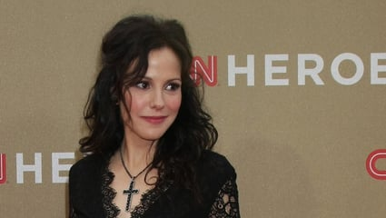 Mary-Louise Parker Eyes Mary Karr Memoir Series At Showtime
