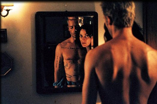 Memento 2000 movie review dvd blu ray film brickthrewglass mirror Why Bond 24 Needs Christopher Nolan As Its Director