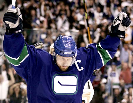 Vancouver Canucks to Retire Markus Naslund's 19