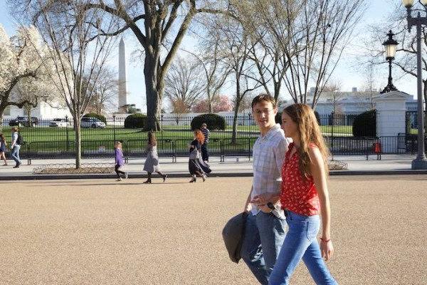 New Image For Oliver Stone's Snowden Sees Joesph Gordon-Levitt And Shailene Woodley Walk The Streets Of The Capital