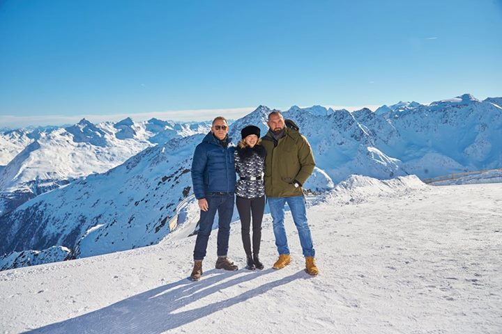 Daniel Craig Is All Smiles In Snowy Behind The Scene Images For Spectre