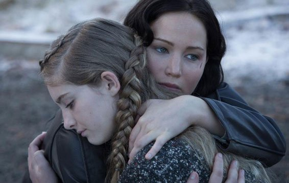 Willow Shields and Jennifer Lawrence in Catching Fire