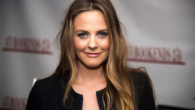 Alicia Silverstone To Lead Romantic Comedy Who Gets The Dog?