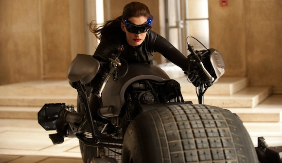 New Scene From The Dark Knight Rises Exposes Catwoman