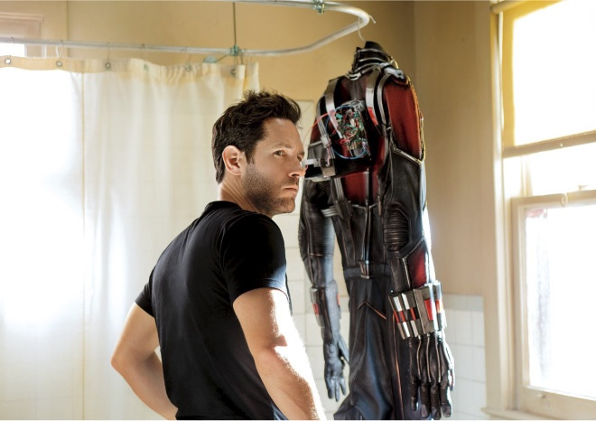 A Crop Of New Ant-Man Photos Highlight Paul Rudd And Evangeline Lilly