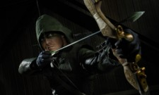 Stephen Amell Dons A Familiar Costume For The Arrow Midseason Finale