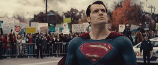 Screenshots Offer A Play-By-Play Breakdown Of THAT Batman V Superman: Dawn Of Justice Trailer