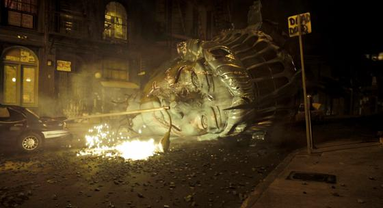 cloverfield statue of liberty 10 Movies In Which Famous Monuments Come Under Attack
