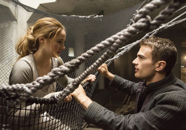 divergent shailene woodley theo james3 600x420 Divergent Review