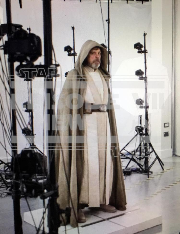 First Look At Luke Skywalker In Star Wars: The Force Awakens