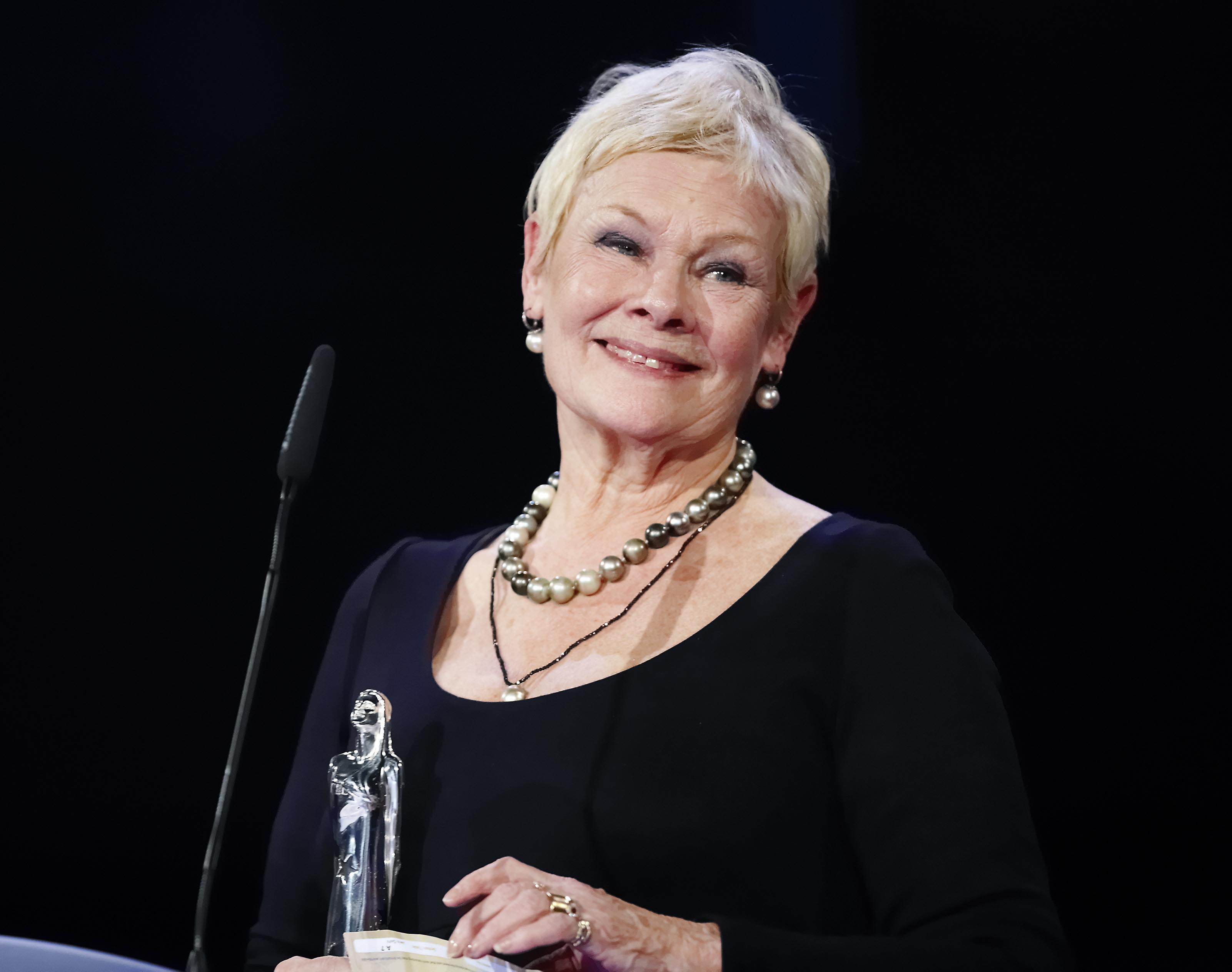 Judi Dench: photos, filmography, biography and details of his personal life 63