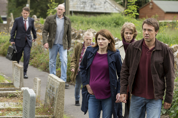 embargoed_until_6th_january_broadchurch_ep1_05