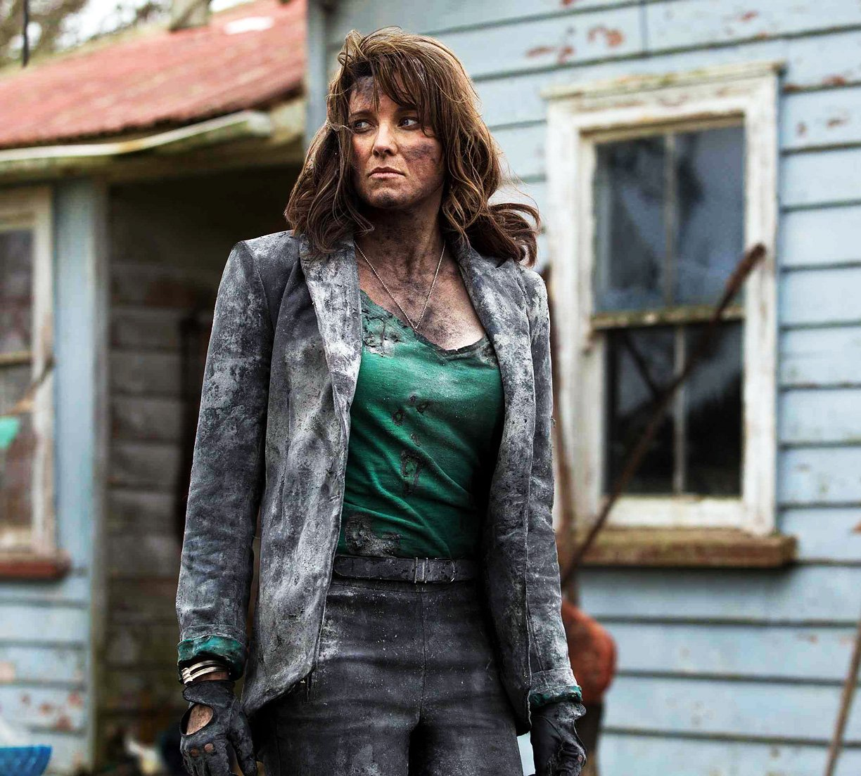 First Look At Lucy Lawless' Character In Ash Vs. Evil Dead