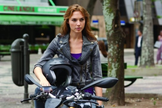 fast-five-movie-gal-gadot-2-550x365
