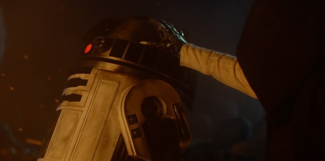 J.J. Abrams Discusses R2-D2's Important Role In Star Wars: The Force Awakens