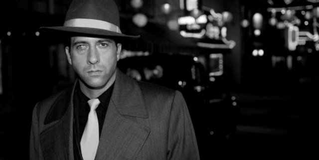 gangster squad 3 640x321 Gangster Squad Goes Black And White In New Images
