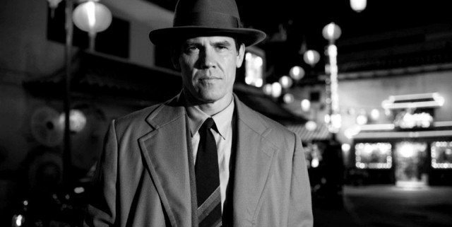 gangster squad 4 640x321 Gangster Squad Goes Black And White In New Images