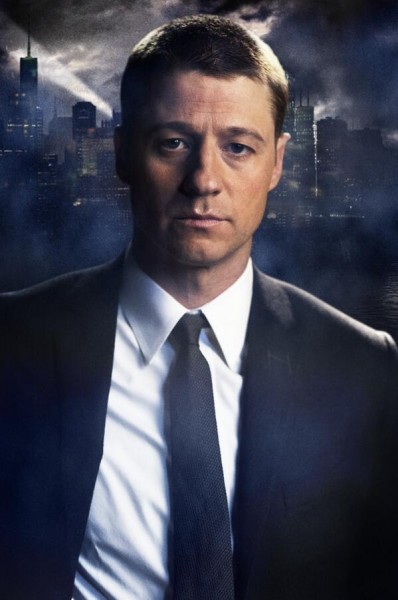 First Official Image Of James Gordon And The Penguin In Gotham
