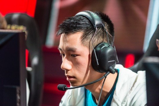 Top League Of Legends Player Announces Retirement Due To Wrist Injury