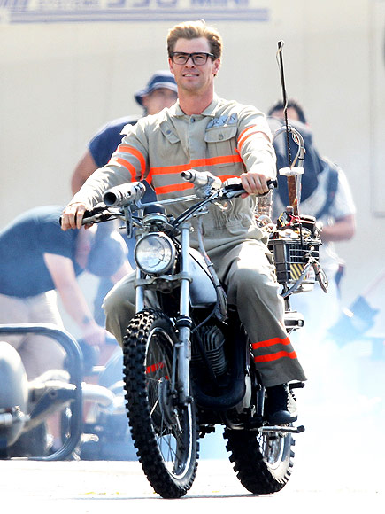 First Look At Chris Hemsworth Revving Up The ECTO-2 For Ghostbusters