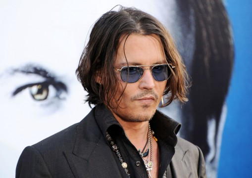 johnny-depp-premiere-dark-shadows-09