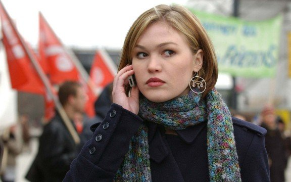 julia stiles 11676 576x360 Julia Stiles Joins David O. Russell's The Silver Linings Playbook