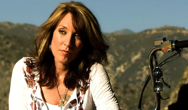 Katey Sagal Signs Up As Hailee Steinfeld's Mom In Pitch Perfect 2