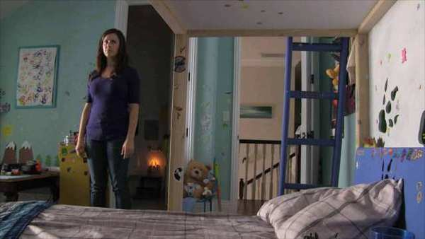 la et mn paranormal activity 4 movie reviews c 001 Paranormal Activity 4 Blu Ray Review