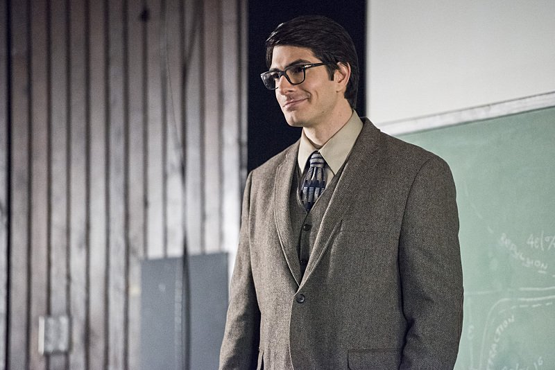 Brandon Routh Looks A Lot Like Clark Kent In New Legends Of Tomorrow Images