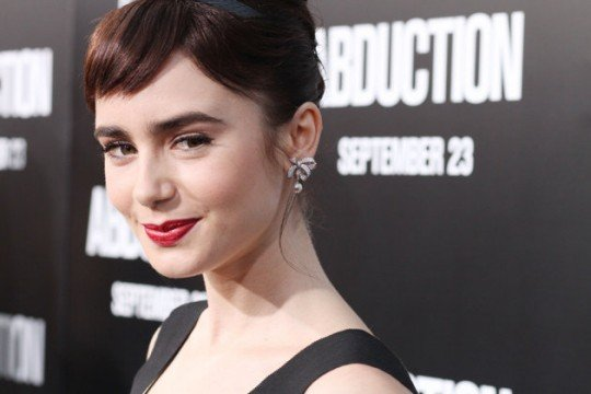 lilly-collins-jpg_083932