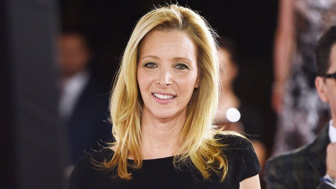 lisa-kudrow-writers-guild-awards-show-host