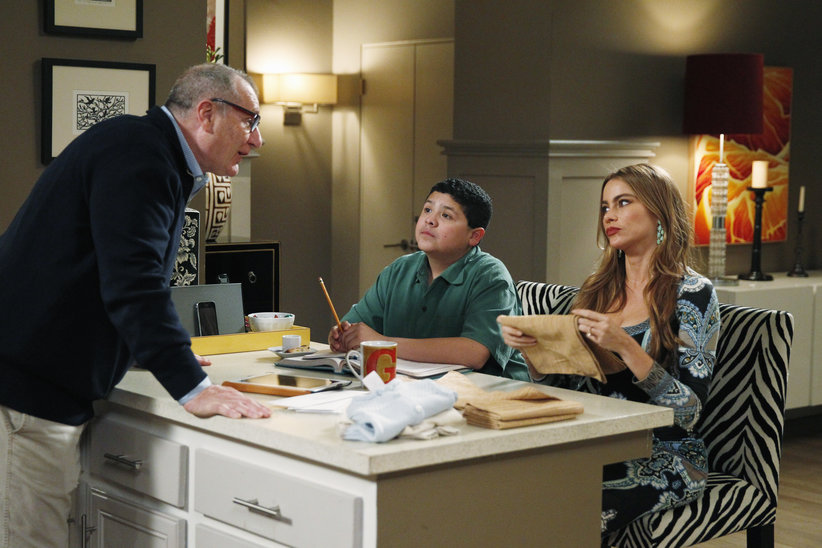 "Modern Family Review: ""Message Received"" (Season 5, Episode 22)"