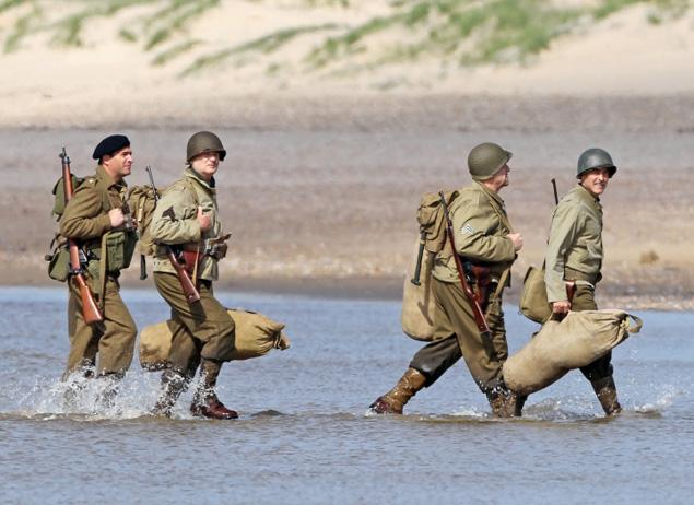 First Set Photos From The Monuments Men