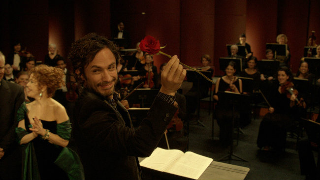 Mozart In The Jungle Gets Second Season Order By Amazon; Five New Shows Also Picked Up