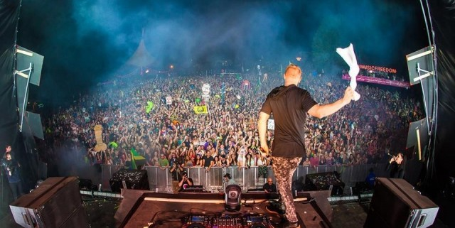 mysteryland-2015-recap-a-mixed-bag-of-hippies-euro-club-culture-and-casual-racism-body-image-1432616638_0