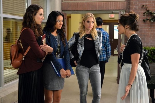 "Pretty Little Liars Review: ""Bloody Hell"" (Season 5, Episode 21)"