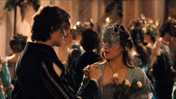 romeo and juliet hailee steinfeld douglas booth 600 01 Romeo And Juliet Review
