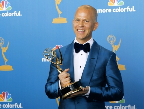 ryan-murphy-poses-with-his-award-for-outstanding-writing-for-comedy-series-the-62nd-annual-primetime-emmy-awards-los-angeles