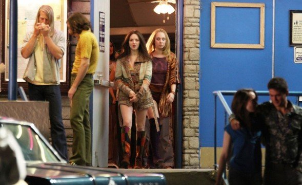 seyfried-temple-on-the-set-of-lovelace-03