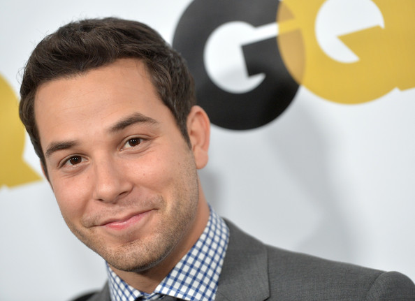 Skylar Astin Skylar Astin Officially In For