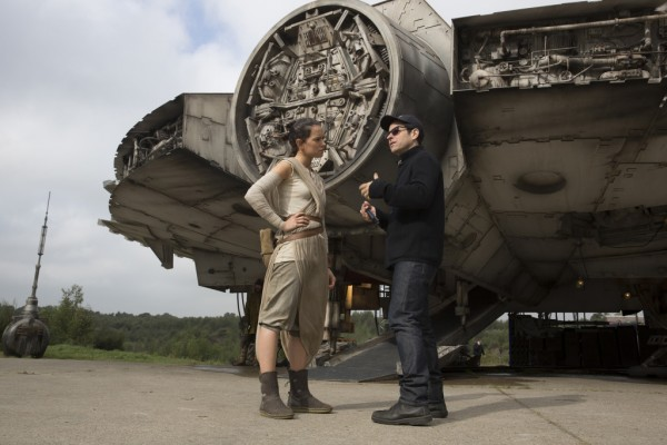 Latest Batch Of Star Wars: The Force Awakens Images Take You Behind The Scenes
