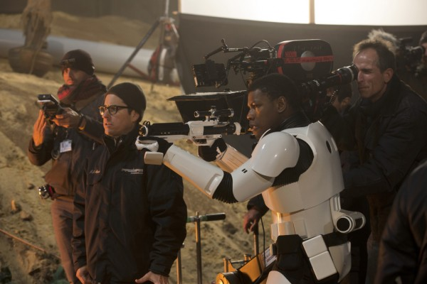 star-wars-the-force-awakens-john-boyega-j-j-abrams-600x400