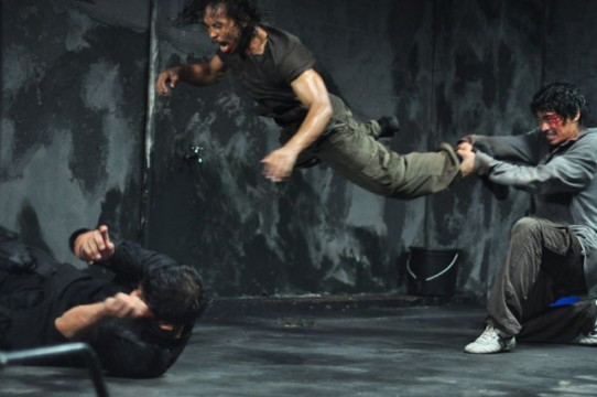 the raid redemption mad dog vs rama and andi1 542x360 Nato And Remys Last Stand: Man, These Characters Can Take A Beating