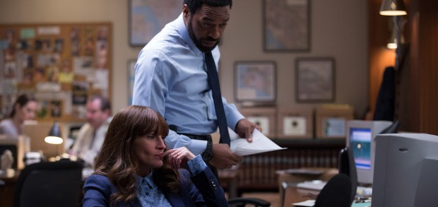 First Look At Julia Roberts And Chiwetel Ejiofor In The Secret In Their Eyes Remake