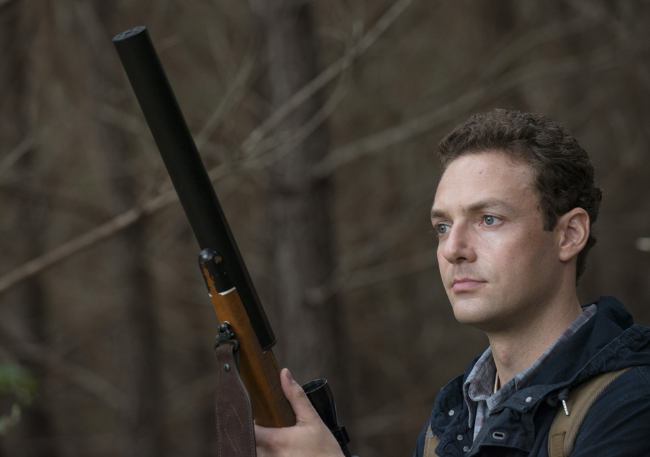 the-walking-dead-episode-513-aaron-marquand-935