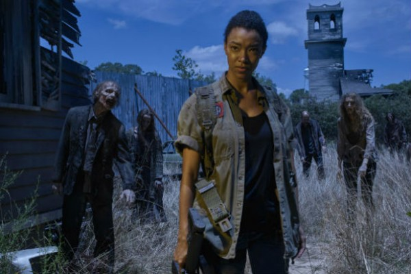 The Walking Dead Season 6 Photos Feature A Disillusioned, Scattered Group